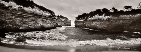 Incoming Tide_Loch Ard Gorge_Great Ocean Road
